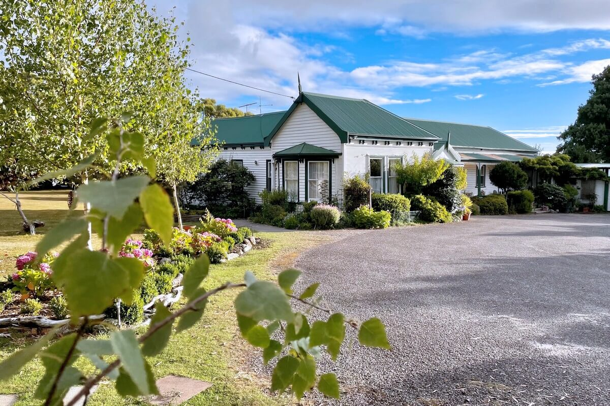 About Strahan Lodge